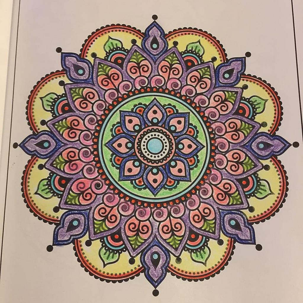 Mandalas: Guía Fácil con Imágenes para Colorear, Pintar, Tejer y Crear 7