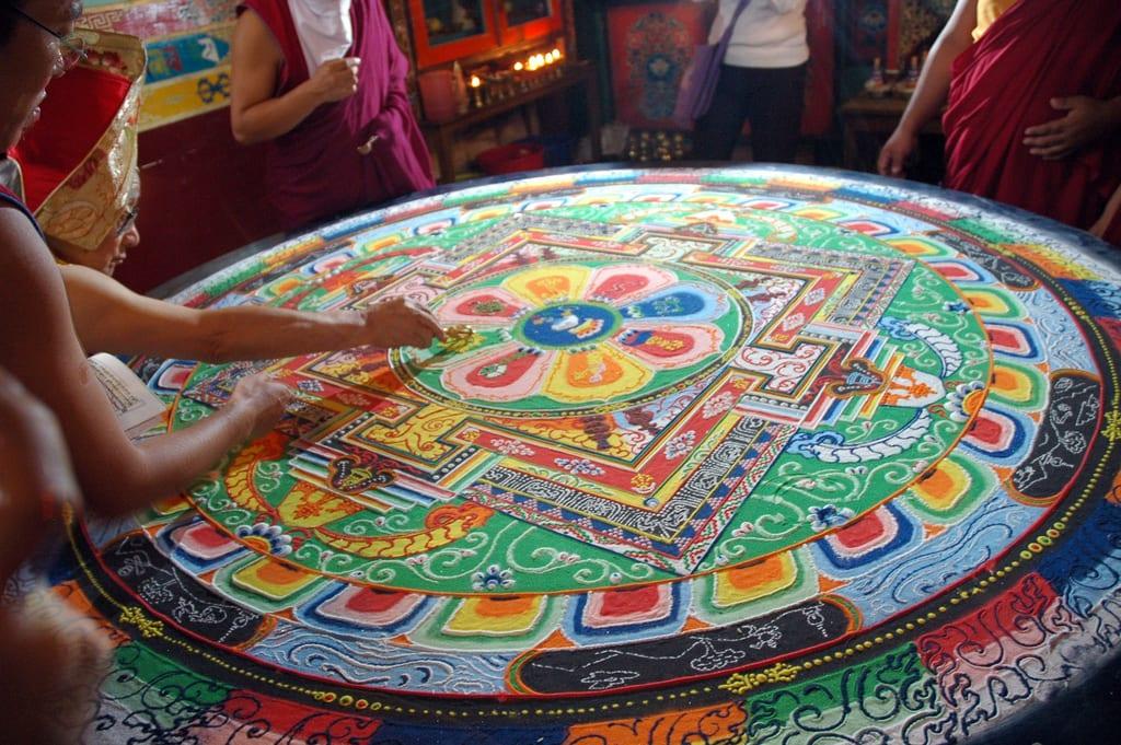 Mandalas: Guía Fácil con Imágenes para Colorear, Pintar, Tejer y Crear 13