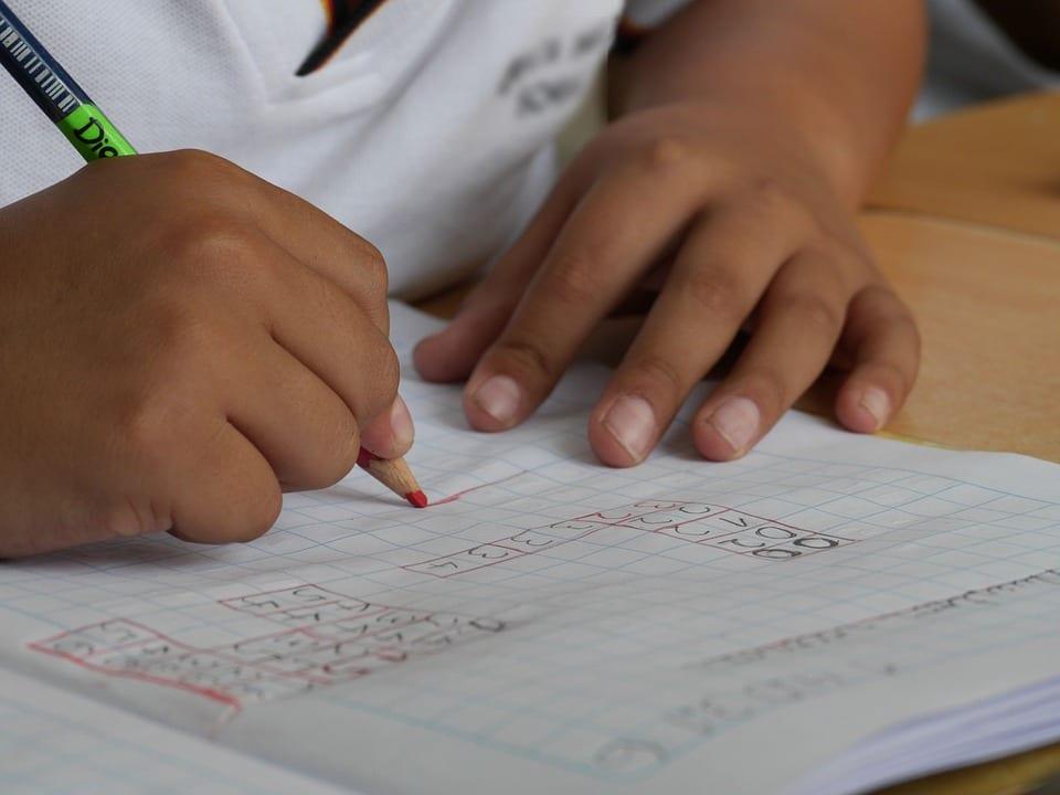 Como saber si mi hijo es disléxico - (6 SEÑALES PARA RECONOCERLO) 1